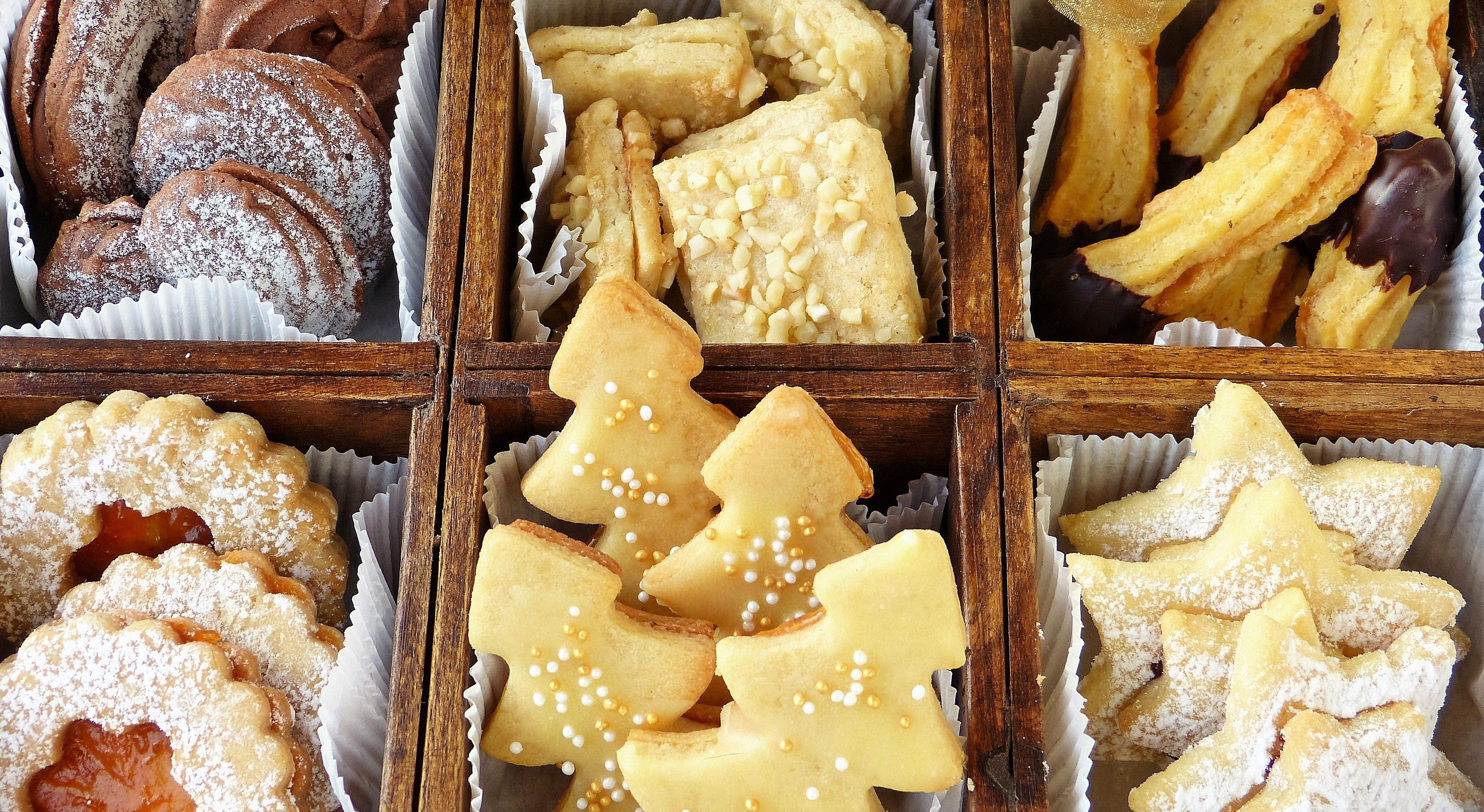 Assortment of cookies.